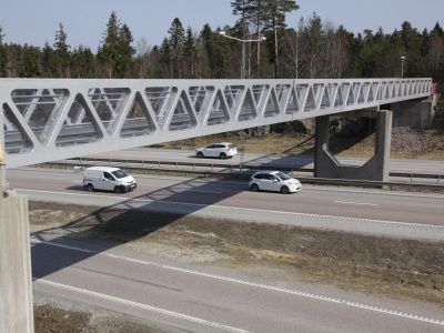 Rostfri Duplex GC-bro, Gång och cykelbro över motorväg